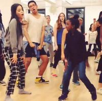 Sebagai seorang artis, Cabello sangat hobi menari sebagai salah satu pilihannya untuk bergerak aktif. (Foto: Instagram @camila_cabello)