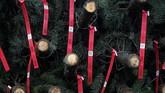 Tapi kini, tak banyak pohon yang bisa dipakai dan permintaan tak dapat dipenuhi. Petani tak bisa mengejar ketinggalan bertahun-tahun karena butuh 9 tahun sampai pohon siap dipotong dan dijual.(Justin Sullivan/Getty Images/AFP)