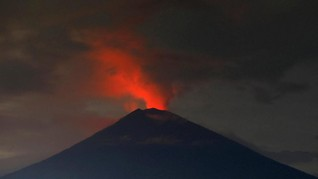 China Hentikan Penerbangan dari Bali karena Gunung Agung