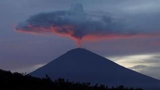 Pascastatus Turun, Gunung Agung Erupsi Setinggi 1.500 Meter