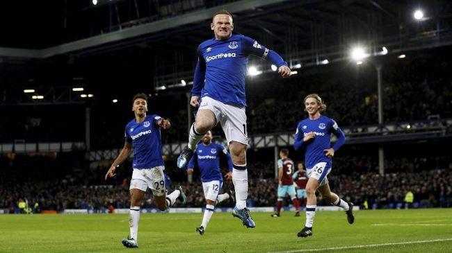 Rooney Gembira Cetak Gol dari Tengah Lapangan