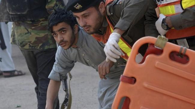 Saat insiden terjadi sekitar 120 mahasiswa berada di dalam kampus tersebut. (AFP PHOTO / ABDUL MAJEED)