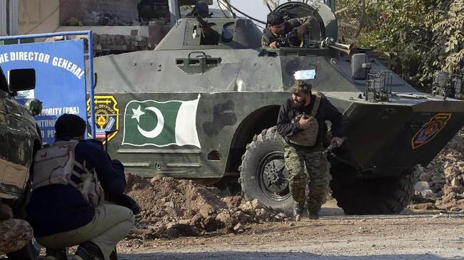 Seperti dilansir dari Reuters, sembilan orang tewas dan 35 luka-luka akibat serangan tersebut. (AFP PHOTO / ABDUL MAJEED)