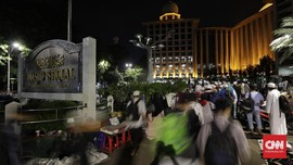 Massa Aksi 115 Salat Subuh Berjemaah di Monas dan Istiqlal