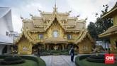 Selain kuil berwarna putih, ada beberapa bangunan tambahan yang menjadi pelengkap, antara lain kuil emas dan sumur permohonan. Kedua bangunan ini mengibaratkan keduniawian dan doa.
