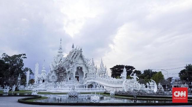 White Temple (Kuil Putih) merupakan salah satu objek wisata populer di Chiang Rai, Thailand.