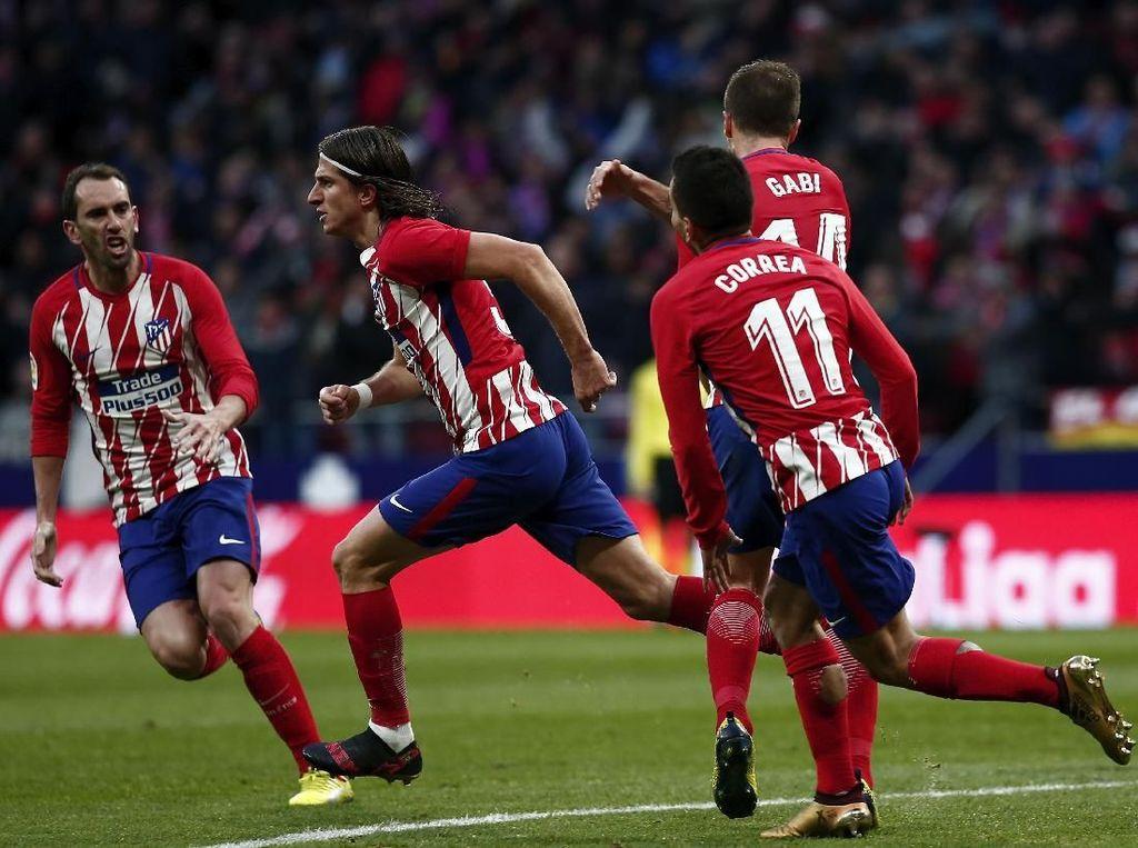 Atletico Madrid sudah tak asing lagi dengan lini pertahanan yang oke semenjak ditangani Diego Simeone. Sepanjang La Liga musim ini mereka baru kebobolan 15 kali. Terbaik di antara klub-klub di lima liga top Eropa. (Foto: Gonzalo Arroyo Moreno/Getty Images)