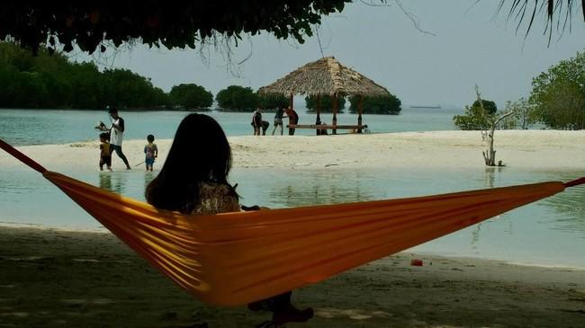 Dengan lokasi yang bisa dicapai hanya dengan 1-3 jam perjalanan dari Jakarta, wisata Kepulauan Seribu mempunyai nilai tambah tersendiri untuk menarik wisatawan. (ANTARA FOTO/R. Rekotomo)