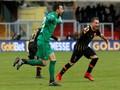 Kiper Benevento Bobol Gawang Milan dengan Mata Tertutup