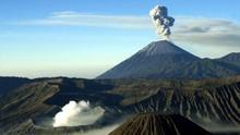 Gunung Semeru Alami 19 Kali Kegempaan Letusan