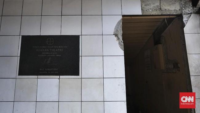 FOTO: Sisa Bioskop Buaran yang Jadi Buangan