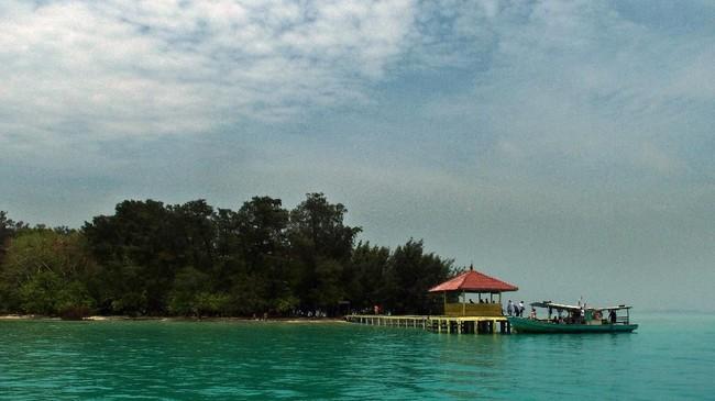 Kepulauan Seribu memiliki sejumlah pulau yang menjadi tujuan wisata bahari dan telah ditetapkan sebagai Kawasan Strategis Pariwisata Nasional (KSPN). (ANTARA FOTO/R. Rekotomo)