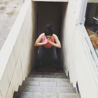 Biasanya Dewi cukup melakukannya di rumah dan menggunakan tangga. Foto: Instagram @dewiperssikreal