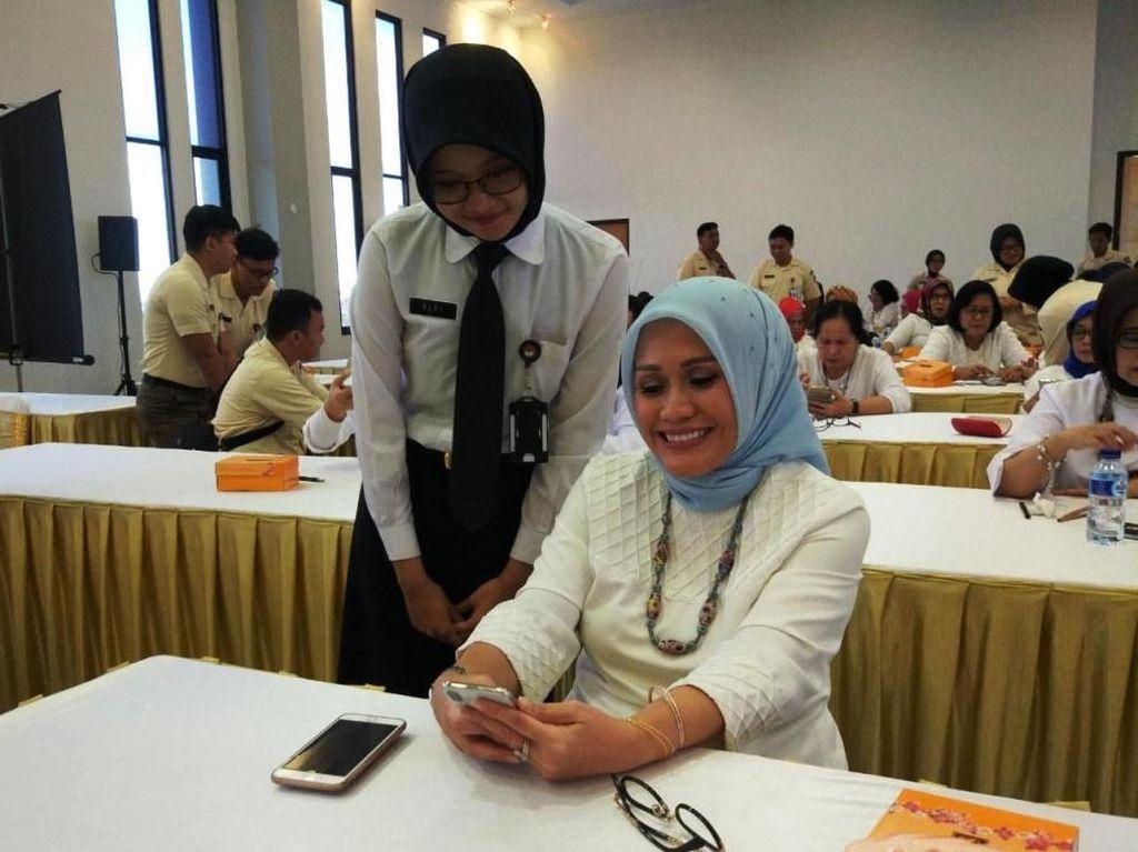 Kegiatan ini merupakan salah satu program bidang pendidikan Dharma Wanita Persatuan (DWP) Kemhan RI yang bertujuan dalam meningkatkan kemandirian wanita dengan memanfaatkan perkembangan teknologi dan informasi. Dok. Kemhan.