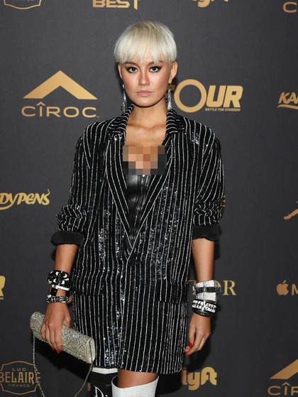 Party Bareng Chris Brown, Agnez Mo Seksi Berbalut Bustier
