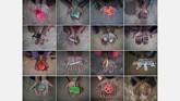 Kumpulan foto anak-anak Rohingya menggenggam mainannya di kamp pengungsi Cox's Bazar, Bangladesh. (AFP PHOTO / Ed JONES)