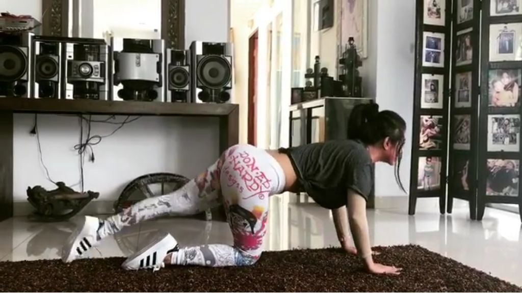 Punya Perut Rata dan Bokong Indah, Dewi Persik Ternyata Hobi Workout