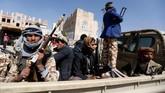 Milisi Houthi langsung bergerak cepat mengonsolidasi kekuatan dan kendali di Sanaa setelah bertempur hebat selama sepekan terakhir.(Reuters/Khaled Abdullah)