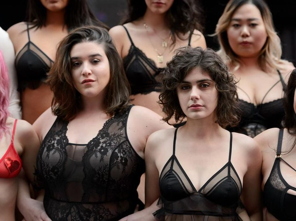 Foto: Saat Wanita Plus Size Berlingerie, Gelar Show Anti Victorias Secret