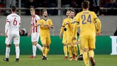 <p>Juventus berhasil mendampingi Barcelona lolos dari Grup D setelah mengalahkan Olympiakos 2-0 di Stadion Karaiskaki melalui gol Juan Cuadrado dan Federico Bernardeschi. (REUTERS/Costas Baltas)</p>
