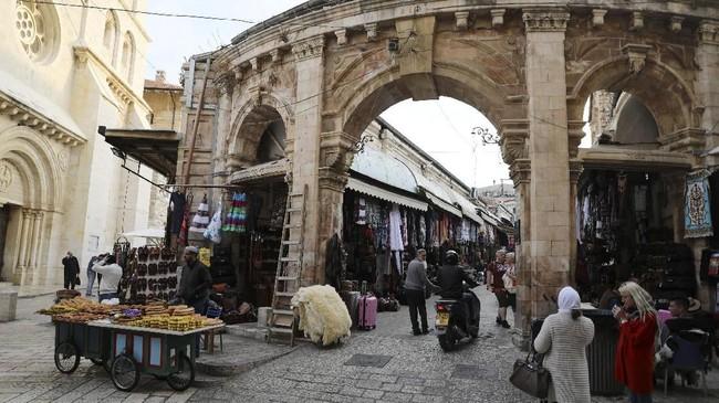Yerusalem adalah kota yang diperebutkan oleh Israel dan Palestina karena alasan historis dan religius. (Reuters/Ammar Awad)
