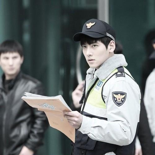 13 Aktor Korea Ini Gagah Berperan Sebagai Polisi, Siapa Mau Ditangkap?