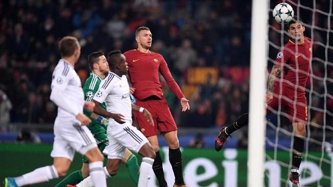 <p>AS Roma memastikan diri menjadi juara Grup C setelah mengalahkan Qarabag di Stadion Olimpico melalui gol tunggal Diego Perotti. (REUTERS/Alberto Lingria)</p>