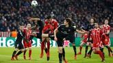 <p>Dari Grup B, Paris Saint-Germain tetap menjadi juara grup meski kalah 1-3 dari Bayern Munich di Stadion Allianz pada pertandingan terakhir. PSG unggul selisih gol atas Bayern. (REUTERS/Michaela Rehle)</p>