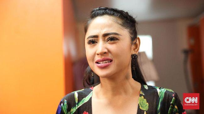 Dewi Perssik Berkukuh Tolak 'Damai' dengan Transjakarta