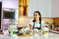Maria Irene Susanto atau yang dikenal dengan nama panggung Rinrin Marinka adalah seorang koki selebriti Indonesia. Foto : Instagram @rinrinmarinka