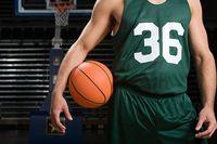 Permainan bola basket menyediakan latihan tubuh yang lengkap serta dapat membantu membentuk otot. (Foto: Ilustrasi/thinkstock)