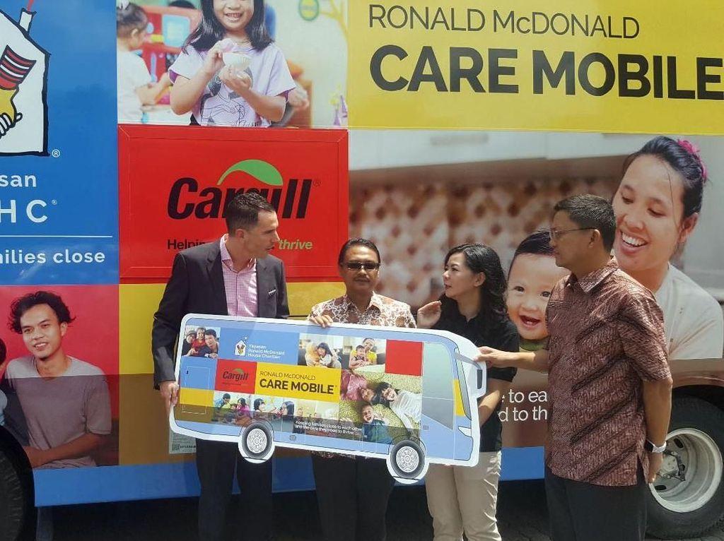 Donasi ke Yayasan Ronald McDonald House Charities (RMHC) itu akan digunakan bagi pemberian imunisasi lebih dari 39.000 anak dan penyediaan rumah singgah bagi keluarga pasien anak. Foto: dok. Cargill