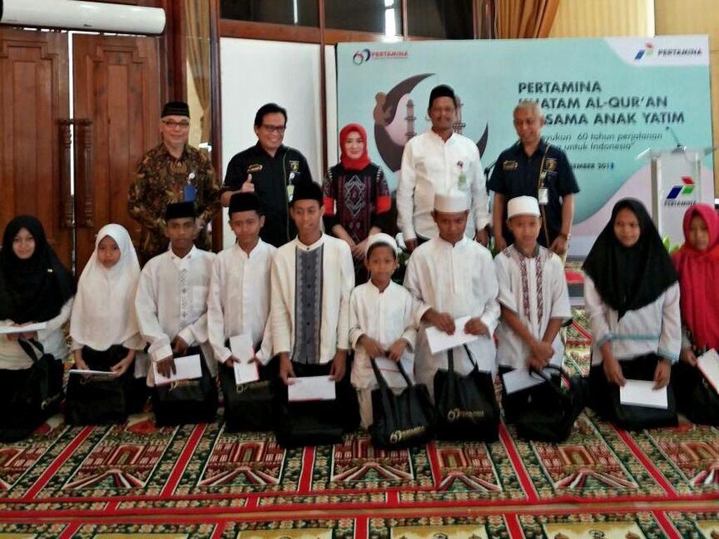 Khataman Quran di Kantor Pusat Pertamina diikuti kurang lebih 230 Anak Yatim dan Dhuafa dari Jabodetabek. Pertamina juga memberikan santunan kepada peserta Khataman di seluruh Indonesia dengan total penerima 3230 Anak Yatim dan Dhuafa. Dok. Pertamina.