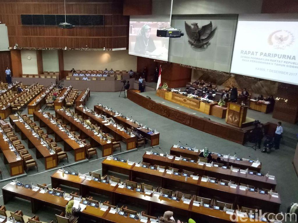 Paripurna digelar hari Kamis (7/12/2017) pukul 15.00 WIB. Saat bel mulainya rapat berbunyi, sebanyak 382 dari 560 anggota dewan absen. (Foto: Gibran Maulana Ibrahim/detikcom)
