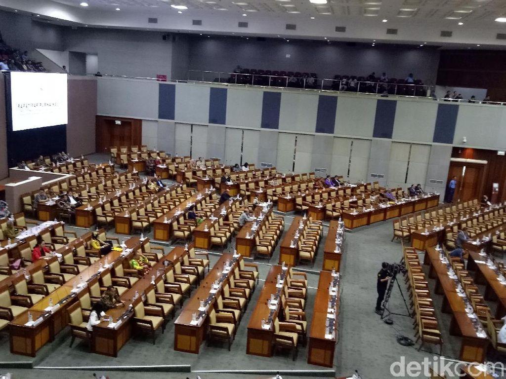 Hanya 178 anggota dewan yang meneken absen dalam rapat kali ini. (Foto: Gibran Maulana Ibrahim/detikcom)