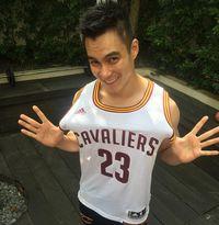 Di balik tingkahnya yang lucu, Baim Wong ternyata mengejutkan orang banyak dengan hobinya bermain bola basket. Bukan untuk gaya-gayaan, Baim menuturkan bahwa ia memang cukup sering berlatih basket. (Foto: Instagram @baimwong)