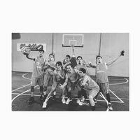 Bambang Reguna Bukit alias Bams juga sudah lama gemar memainkan bola basket yang punya manfaat untuk meningkatkan koordinasi dan kemampuan motorik seseorang. Foto: Instagram @bams_1606