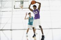 Aturan yang ada saat bermain basket membuat Anda terbiasa untuk disiplin diri dan membantu seseorang menjadi lebih kompetitif namun tetap fokus pada tujuan--menang. (Foto: Ilustrasi/thinkstock)