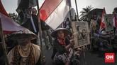 <p>Aktivis Jaringan Solidaritas Korban untuk Keadilan (JSKK) beserta sejumlah korban pelanggaran HAM dari Kendeng, Batam, Rumpin melakukan aksi Kamisan ke-517 di depan Istana Merdeka, Jakarta, Kamis, 7 Desember 2017. (CNNIndoneia/Adhi Wicaksono)</p>