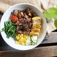 Sebagai seorang chef, masakan yang dimakan pun juga sehat. Lihat saja menu makannya. Foto : Instagram @rinrinmarinka