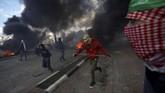 Otoritas Israel pun menggunakan peluru karet dan gas air mata untuk memecah konsentrasi massa. (REUTERS/Mohamad Torokman)