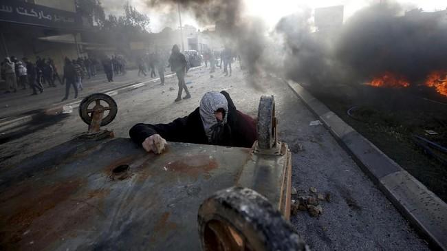 Hal itu sontak mendapatkan kecaman dari dunia internasional, diikuti gelombang protes warga Palestina yang menginginkan Yerusalem Timur sebagai ibu kotanya setelah mendapatkan kemerdekaan penuh dari Israel.(REUTERS/Mohamad Torokman)