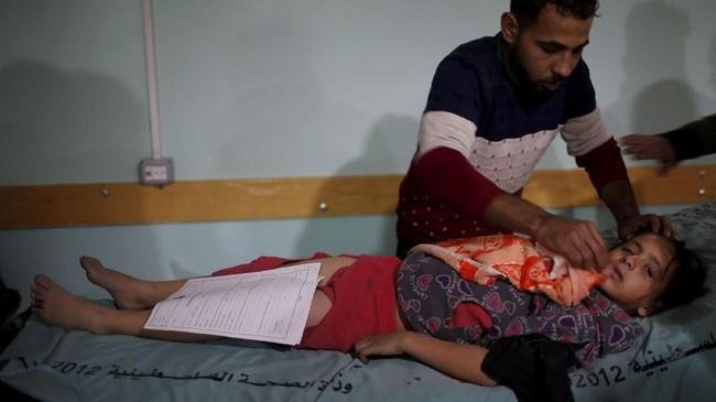 Gempuran Israel itu diklaim sebagai tanggapan atas serangan enam roket yang ditembakkan dari daerah pesisir menuju Israel selatan. (REUTERS/Mohammed Salem)