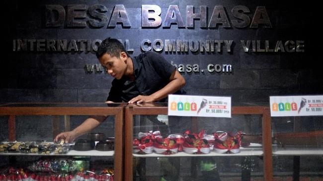 Desa Bahasa Borobudur, sekilas tampak seperti desa-desa pada umumnya, namun dari desa sinilah para anak muda kampung terbina secara fasih menguasai bahasa Inggris. (ANTARA FOTO/Sigid Kurniawan)