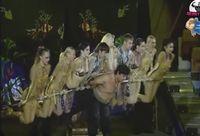 Saat termasuk dalam Donetsk circus, ia menunjukkan berbagai aksi-aksinya, salah satunya mengangkat 10 orang sekaligus. Foto: Youtube/UgisRozenbahs
