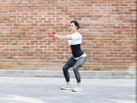 Banyak yang memuji bentuk bokong Jennifer. Hal tersebut ia peroleh berkat melatih otot tubuh bagian bawahnya. Foto: Instagram/jenniferbachdim
