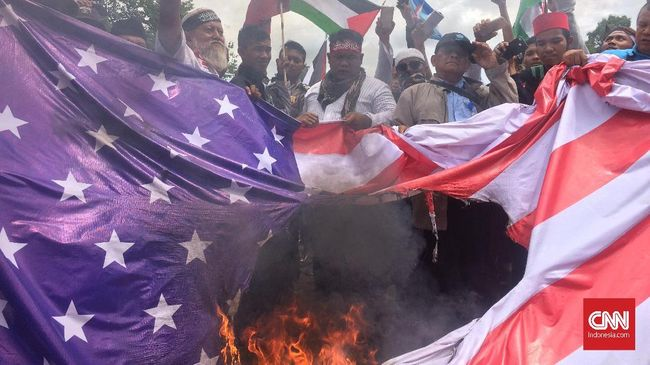 Demo Soal Yerusalem, Massa FPI Bakar Bendera AS-Israel
