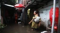VIDEO: Rumah Warga Tergenang Pascahujan Deras di Jakarta