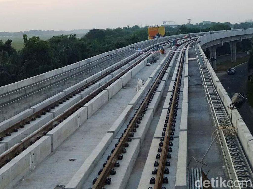 Sedangkan untuk rel kereta sendiri, pengerjaan telah mencapai 50% dari total keseluruhan sekitar 47 KM.