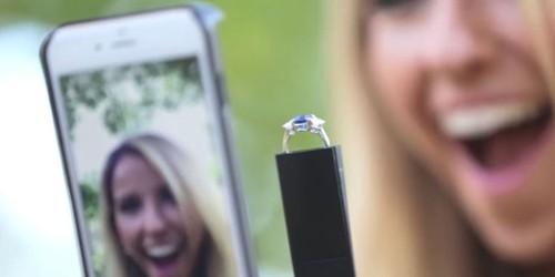 Diciptakan untuk Millennial, Ini Casing Handphone untuk Melamar Pasangan